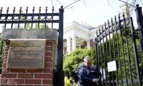 Посольство России отреагировало на снятие флага с генконсульства в Сиэтле