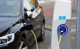 Владельцев электромобилей хотят освободить от транспортного налога на шесть лет