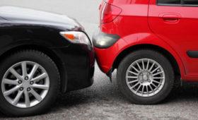 В России могут увеличить штраф за остановку машины на проезжей части