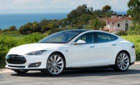 В электромобилях Tesla продолжают гибнуть люди