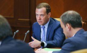 Медведев представит новый кабмин Путину 15 мая